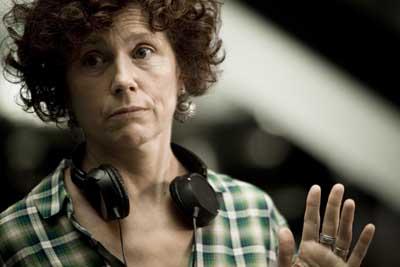 Regisseurin Iciar Bollain setzt sich für den Erhalt der Olivenbäume ein. - Foto: RealFiction