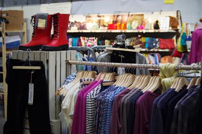 Nachhaltigkeit spielt auch bei Bekleidung eine Rolle. - Foto: Heldenmarkt